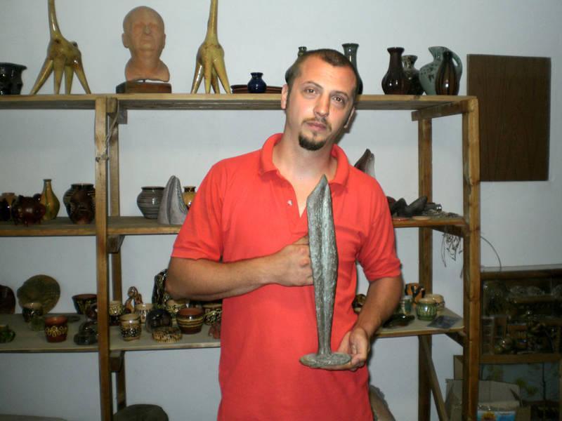 Син відомого закарпатського кераміка з В.Доброні творчий шлях починавтеж у жанрі батька.