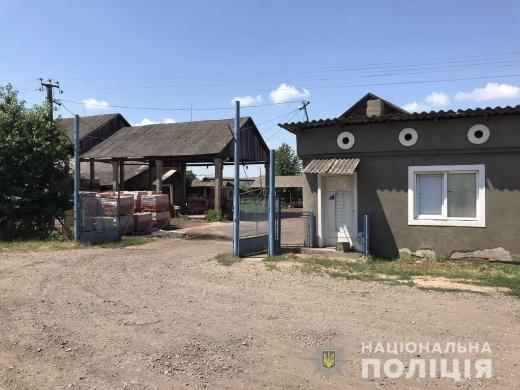 У селі Шаланки Виноградівського району, охоронець місцевого заводу домовився з місцевим жителем про ремонт належного йому мопеду.