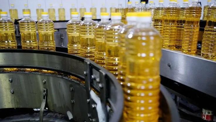 Хоча Україна є експортером соняшникової олії номер один, в нашій країні вроздріб вона коштує дорожче, ніж в Європі.