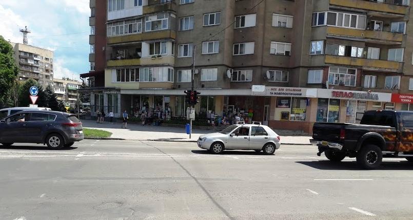 Ужгородці скаржаться на пішохідний перехід, який потрібно пройти за 16 секунд