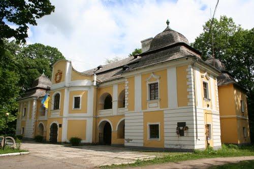В кожному районі Закарпаття є місця, які є їх візитними картками, а у м. Виноградів таким є парк та палац барона Перені.