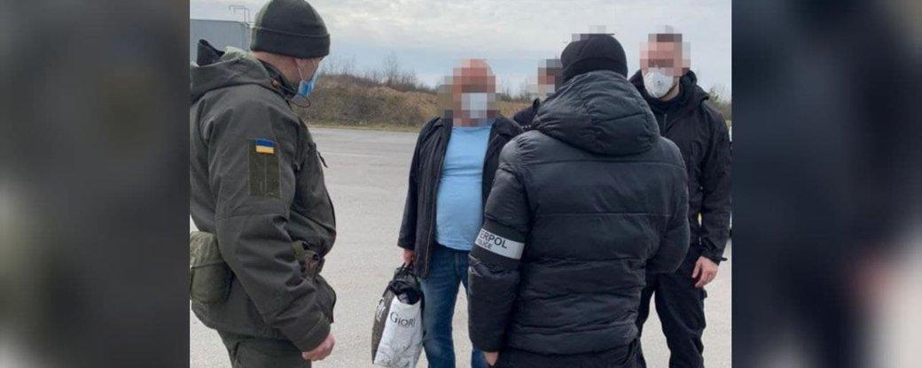 Засудженого в Словаччині українця привезли для відбування покарання в Україну. Про це розповіла речниця Нацполіції Закарпаття Ганна Дан.