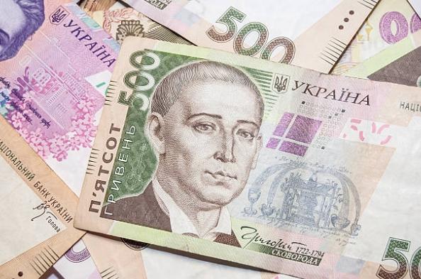 Перед новорічними святами НБУ підвищив офіційний курс долара.