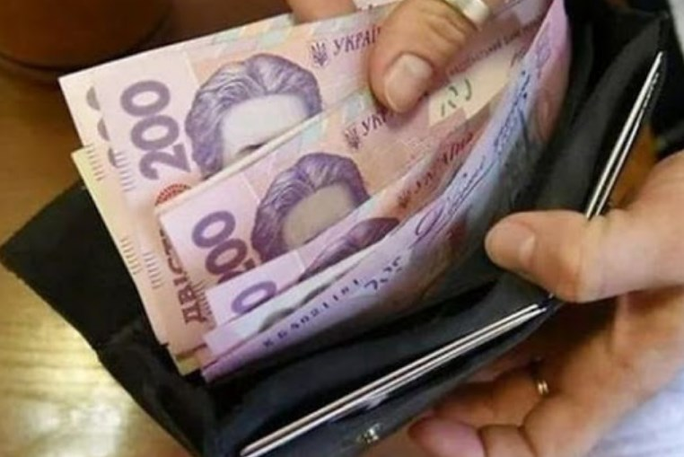Зеленський обіцяє збільшувати мінімалку і далі - до 6-6,5 тисяч в наступному році.