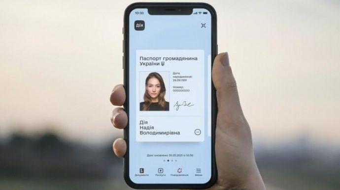 Президент Володимир Зеленський підписав закон який прирівнює е-паспорти до паперових.