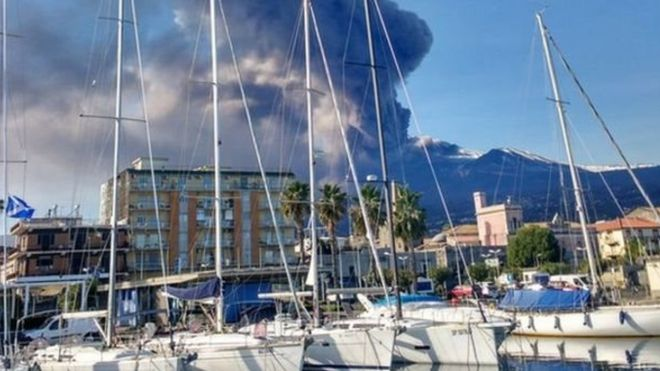 В Італії прокинувся вулкан