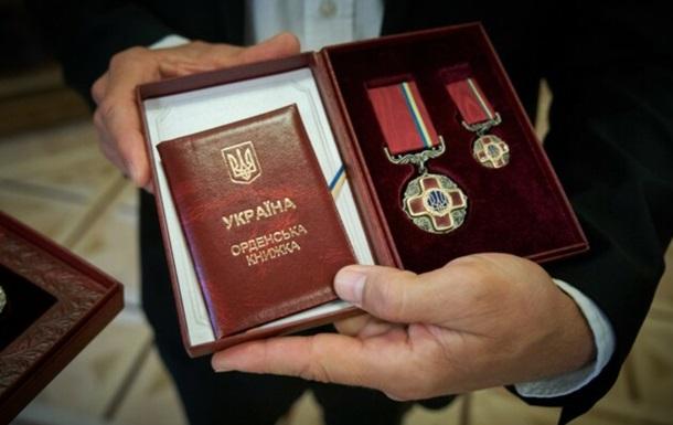 Зеленський особисто вручив ордени та нагороди громадським діячам, спортсменам, зіркам культури і шоу-бізнесу. Серед них і закарпатець Антоніо Лукіч.