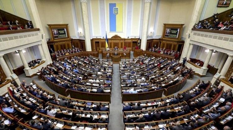 Депутати жорстко розкритикували проект бюджету, але прийняли його в першому читанні.
