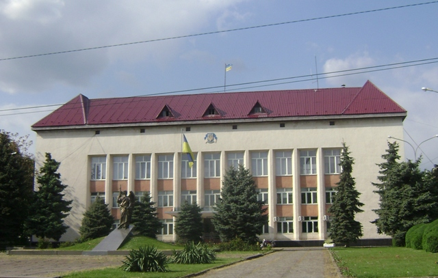 Крім того, на виконкомі міськради затвердять виконання бюджету за І квартал, розглянуть земельні питання та подальшу долю неефективного обмежувача по вулиці Чкалова.