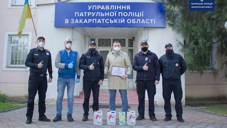 Керівництво закарпатських патрульних відзначило небайдужого містянина, який став свідком автоаварії з потерпілими в Ужгороді, повідомила патрульна поліція Закарпатської області.