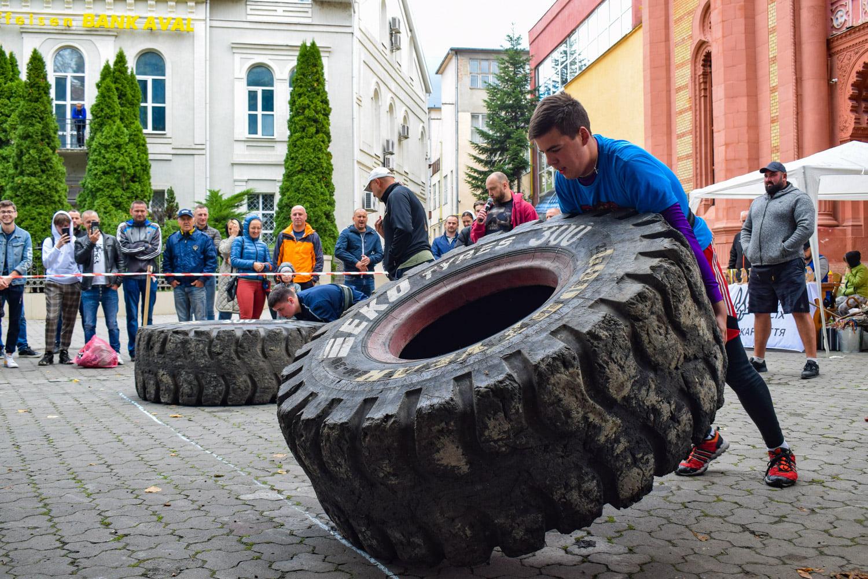 Два силовых турнира «Карпатский медведь» и «Junior Strongman-Carpathian Entertainment» прошли вчера в Ужгороде на площади Евгения Фенцика.