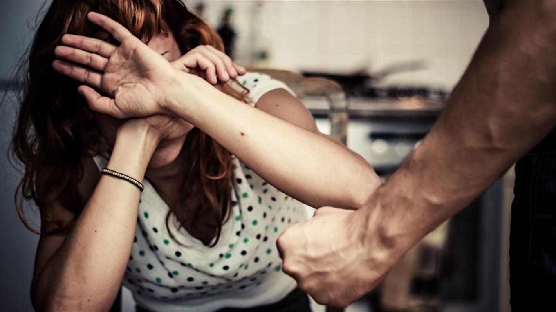 Жителя Сваляви підозрюють у домашньому насильстві щодо матері.