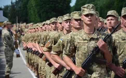 Міністр оборони Андрій Загороднюк заявив про бажання скасувати військовий призов.