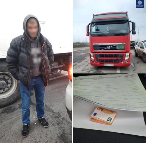 Патрульні виявили нетверезого водія, який пропонував їм неправомірну вигоду.
