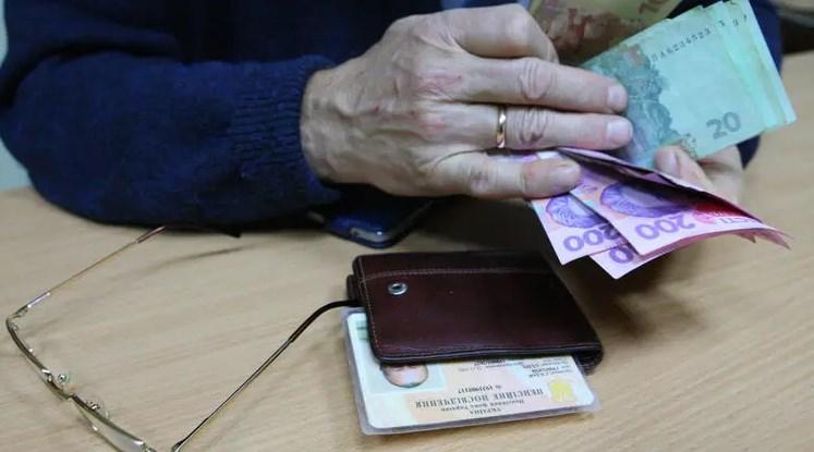 З наступної осені пенсіонерам обіцяють доплати. Але не всім, у деяких пенсії навіть зменшаться.