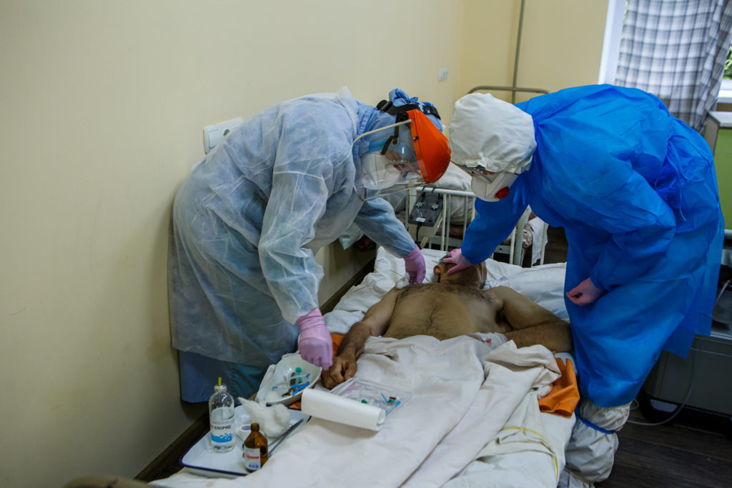 Як розповів директор департаменту охорони здоров'я Закарпатської облдержадміністрації Анатолій Пшеничний, перелік лікарень, де лікують інфікованих коронавірусом, оновив Кабмін.