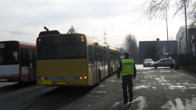 У місті Бендзин (Сілезьке воєводство) 60-річний заробітчанин, бувши добряче напідпитку, сів за кермо автобуса і перевозив пасажирів.