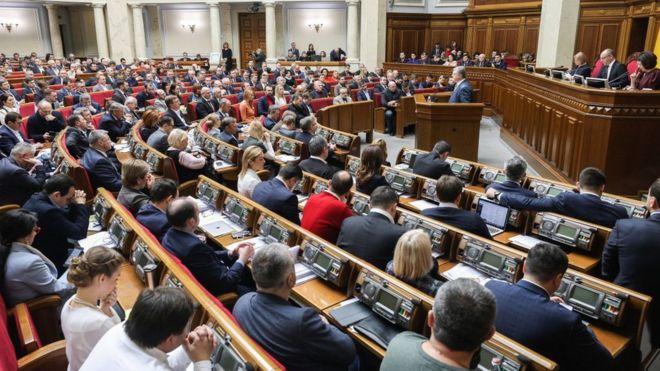Верховна Рада ухвалила зміни до законодавства, які забороняють громадянам Росії бути офіційними чи міжнародними спостерігачами на українських виборах.