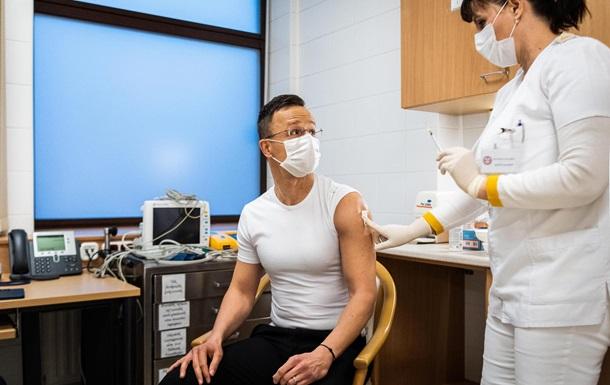 Угорщина сподівається отримати ще 680 тисяч російської вакцини в найближчі пару тижнів.