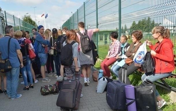 Кількість українців, які працюватимуть у Польщі, уперше знизиться в порівнянні з попереднім роком, кажуть у Польсько-українській господарській палаті.