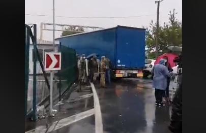 Перевізники заблокували прикордонний перехід Захонь - Чоп, перекривши в'їзд в Україну з боку Угорщини.