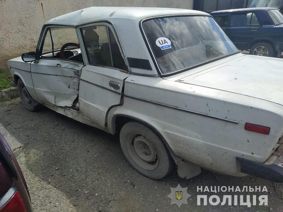 На Виноградівщині поліція розшукала водія, який зник з місця ДТП.