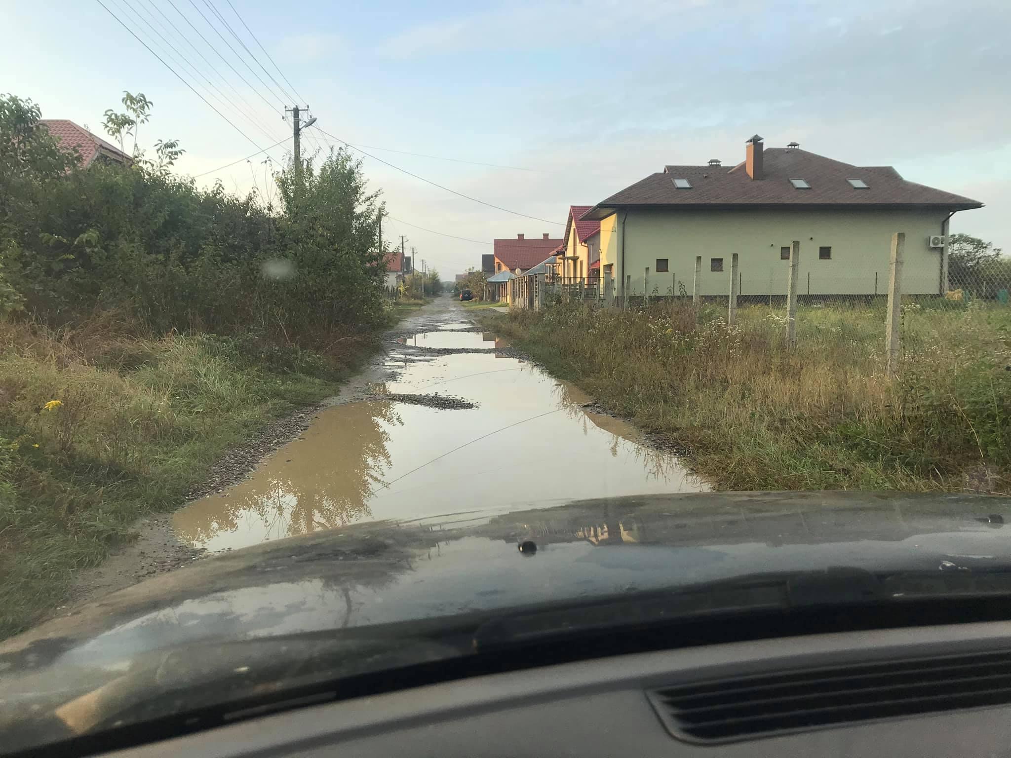 """У Виноградові одна з вулиць майже повністю """"пішла під воду"""" (ФОТО)"""