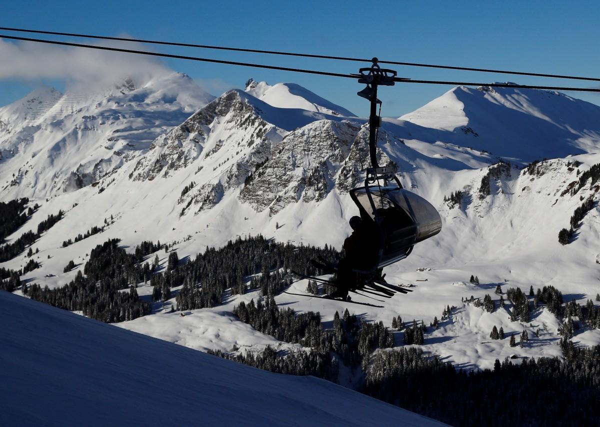 У Альпах 150 лижників застрягли на висоті 25 метрів внаслідок поломки підйомника