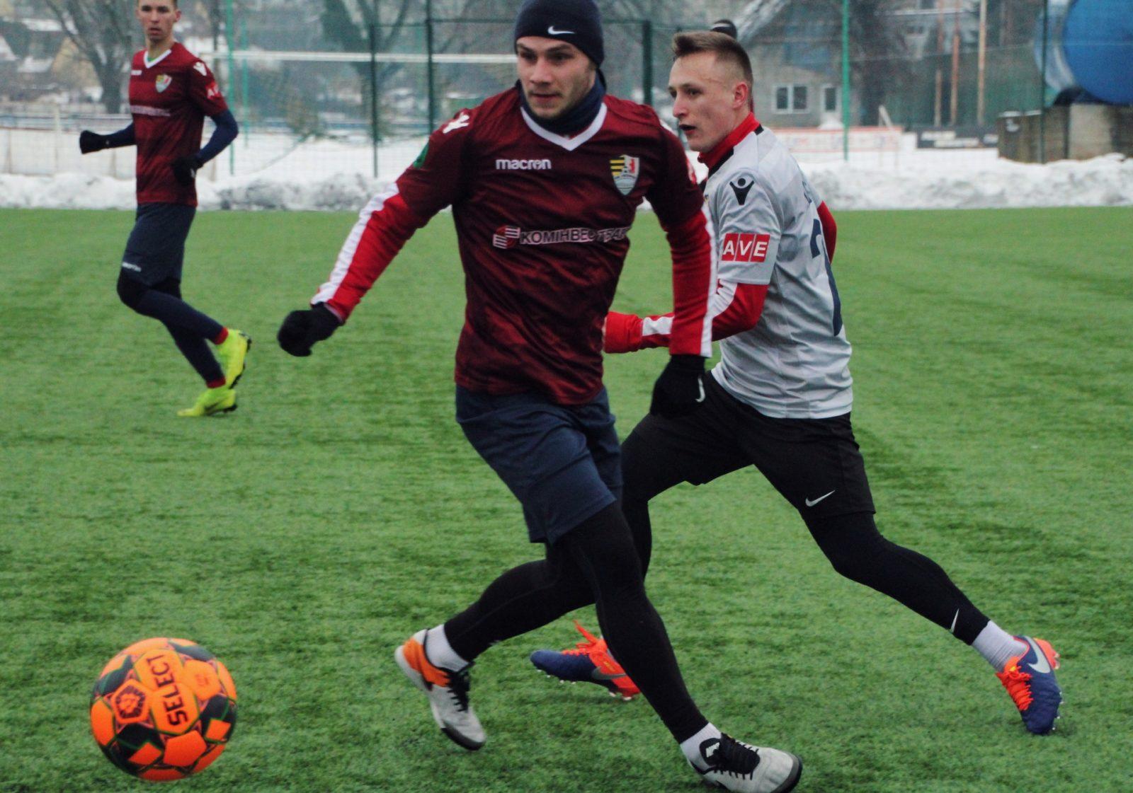 Команды играли в субботу, 30 января, на искусственном поле стадиона «Авангард».