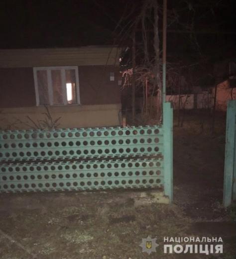 17-річна мешканка селища Чинадієво викрала банківську картку потерпілої і зняла з неї понад 5 тисяч гривень. За вказаним фактом розпочато слідство, а поліцейські-ювенали працюють з родиною дівчини.