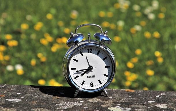 Верховна Рада не підтримала скасування практики переведення годинників із зимового на літній час. Таке рішення підтримали всього 212 депутатів.