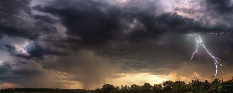 Закарпатський центр з гідрометеорології попереджає жителів області про різке погіршення погодних умов.