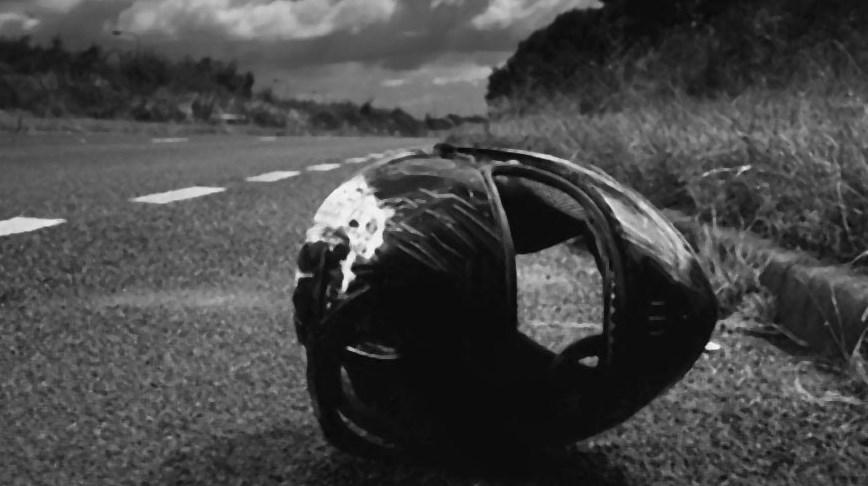 Загалом через зіткнення легового автомобіля та мотоцикла одна людина загинула, а двоє отримали травми. Серед травмованих 11-річний хлопчик.