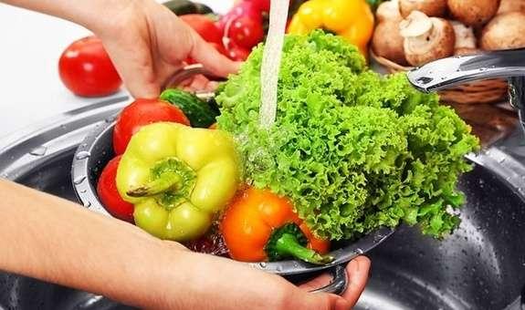 Сирі овочі активізують роботу шлунка і заважають заснути.