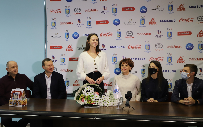 Збірна України з художньої гімнастики, у складі якої – й ужгородська спортсменка Валерія Юзвяк, завоювала золоті медалі під час 36-го чемпіонату Європи, що відбувся минулого місяця в Києві.