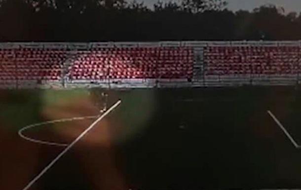 Під час тренування блискавка вдарила в юного футболіста російського клубу Знамя Труда. Відзначається, що грози в цей час не було.