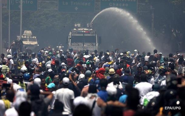 Проте Білий дім зазначив, що волів би побачити мирне вирішення венесуельської кризи.