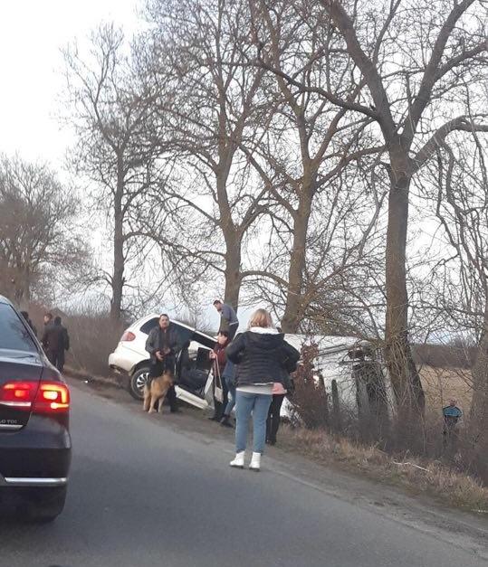 Результат плачевний — обидва автомобіля опинилися в кюветі.