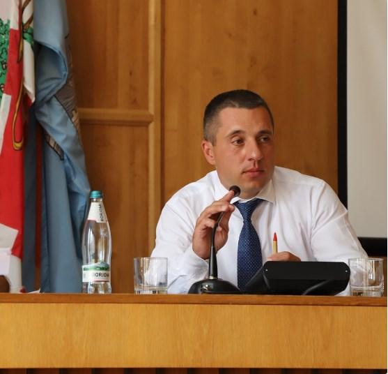 На посаду претендували Василь Гомонай та Максим Селменський.