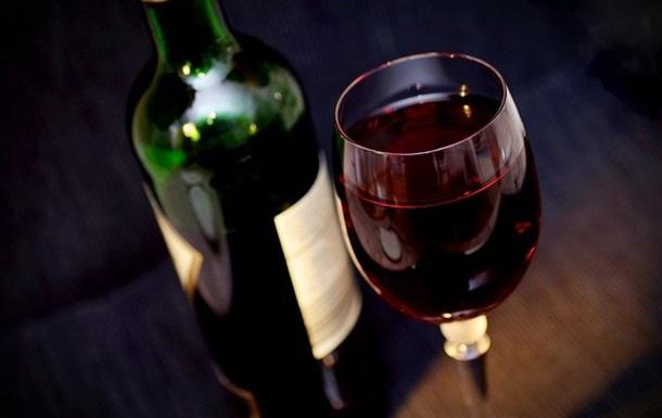 Употребление алкогольных напитков связано со многими рисками для здоровья и преждевременной смерти.