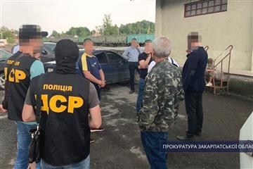 За процесуального керівництва прокуратури Закарпатської області правоохоронцями затримано одного із «рекетирів», які вимагали гроші від хустянина.