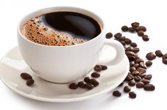 Нове дослідження показало, що кава перед сном не впливає на якість сну. А нікотин і алкоголь порушують сон.