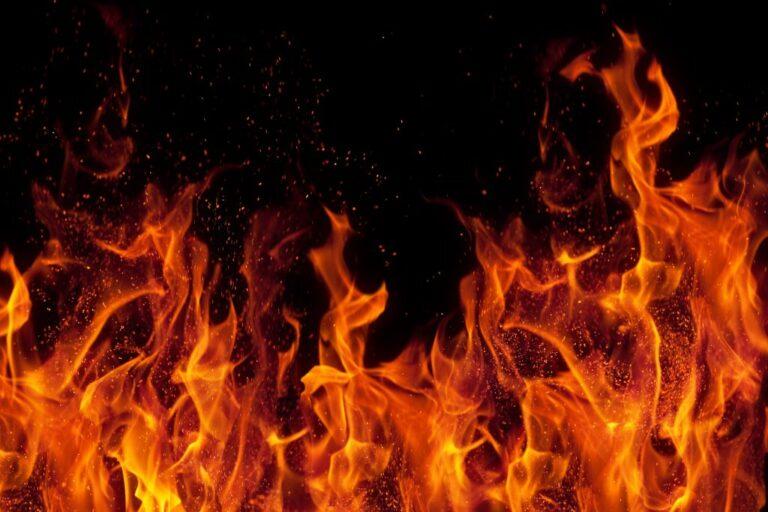 Сьогодні закарпатські рятувальники розповіли про масштабну пожежу, яка спалахнула в Мукачеві ще 29 листопада.