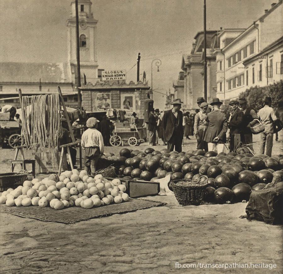 У мережі показали як виглядав міський базар 85 років тому.