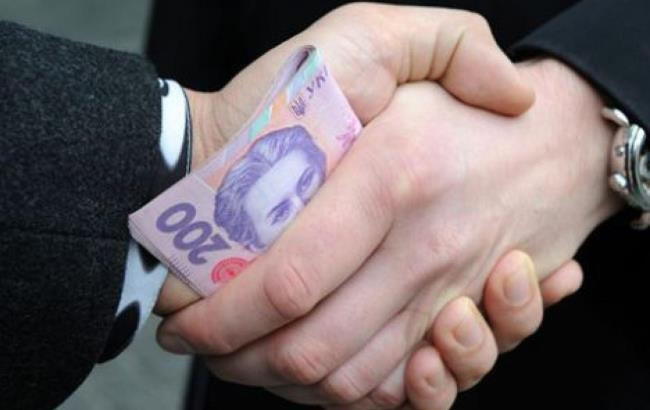 Вчора, 9 лютого, до поліції надійшло повідомлення від депутата Мукачівської міської ради про те, що поліцейський вимагає гроші у громадян.