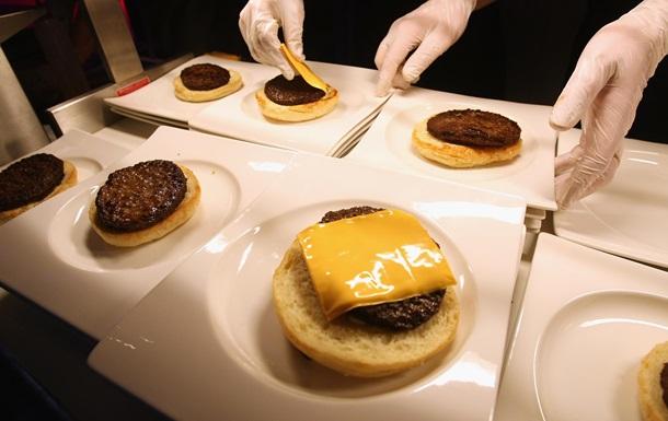 Така їжа містить в собі більше калорій, ніж поживних речовин, такі як вітаміни і мінерали, каже дієтолог.