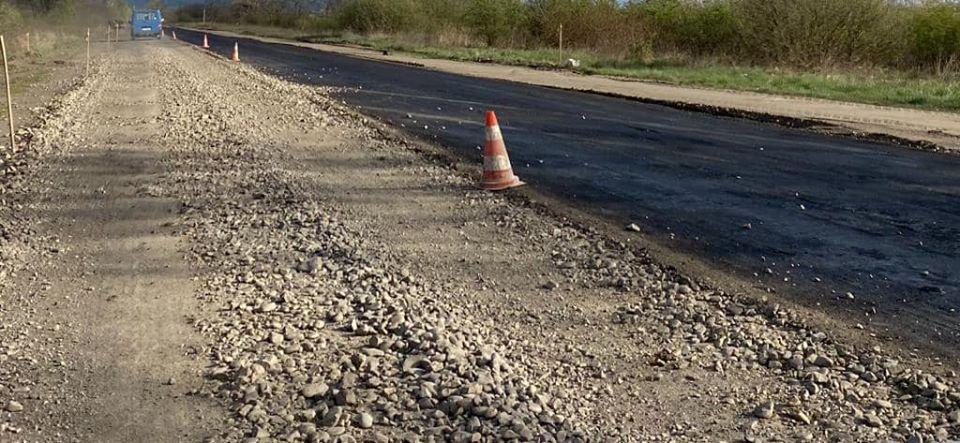 Нещодавно на Виноградівщині стартували роботи з відновлення автошляху територіального значення Т0719 між м. Виноградів (від Універмагу) до с. Онок.
