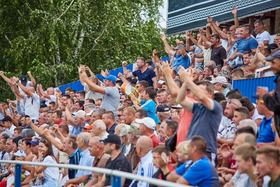 Сьогодні у Середньому зустрічались місцева команда та клуб з Виноградова.