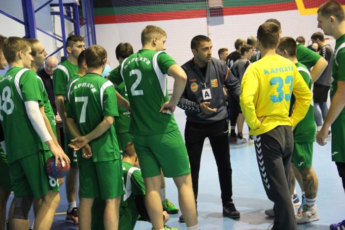 Чоловіча команда ужгородських «Карпат» зіграла на виїзді у Полтаві матчі 6- го туру чемпіонату України з гандболу в чоловічій вищій лізі.