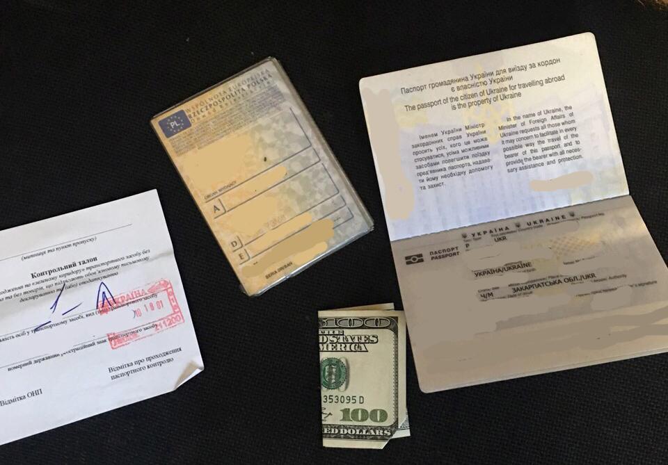 На Виноградівщині митника хотіли підкупити за $100